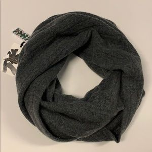 Halogen 100% Cashmere Infinity Scarf in Gray